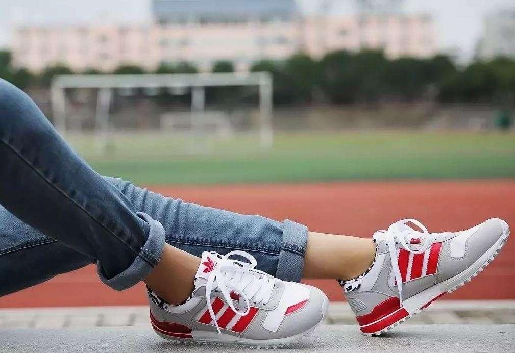 кроссовки на ногах.jpg