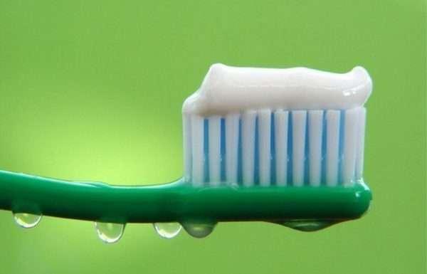 зубная паста для чистки кроссовок.jpg